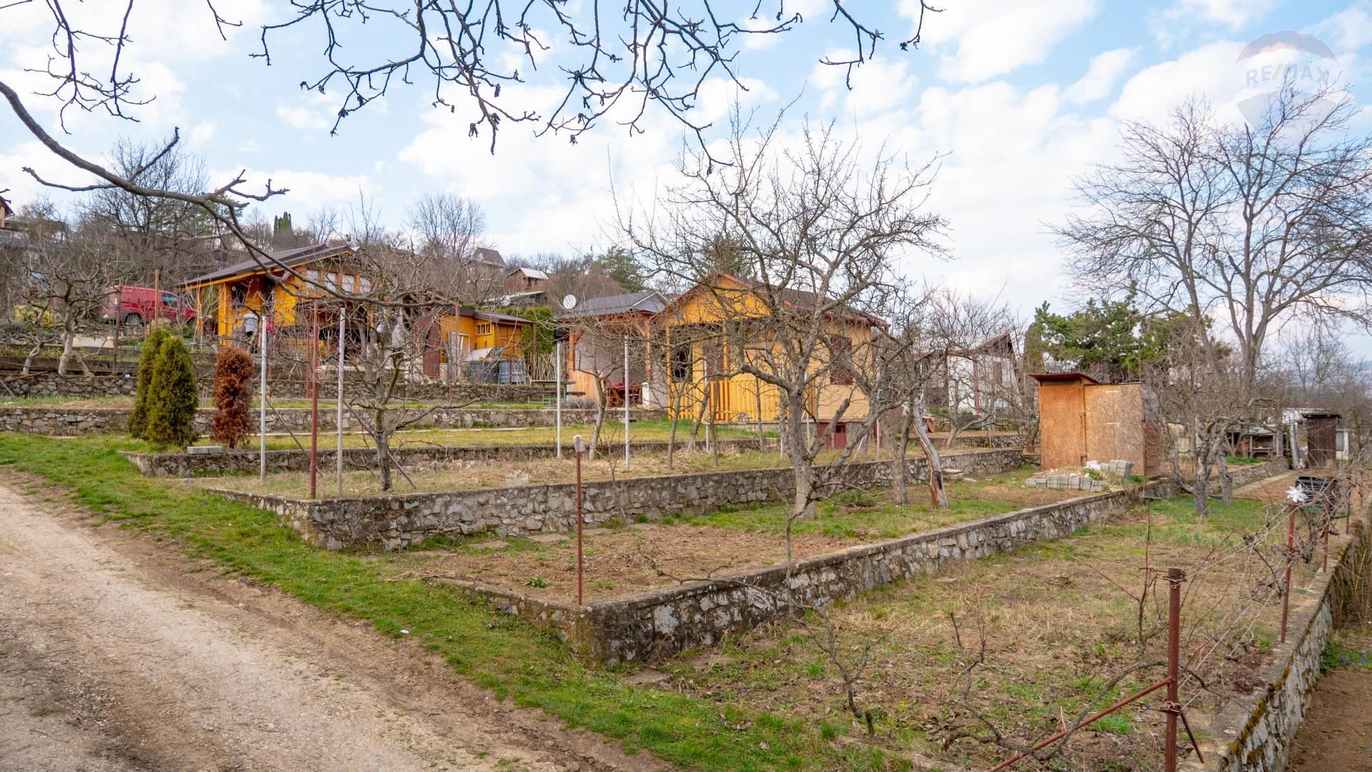 PREDAJ - záhrada s chatou Návojovce