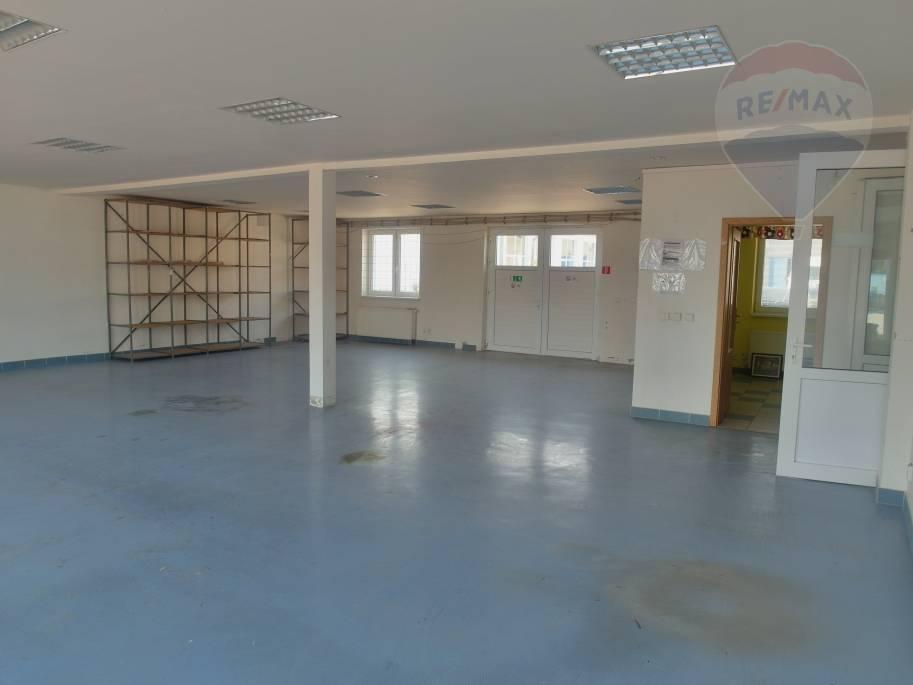 Prenájom komerčného objektu 231 m2, Prievidza -