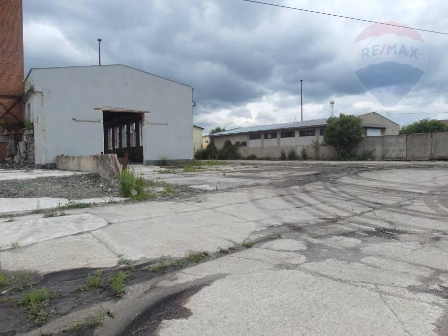 Prenájom komerčného objektu 2600 m2, Prievidza -