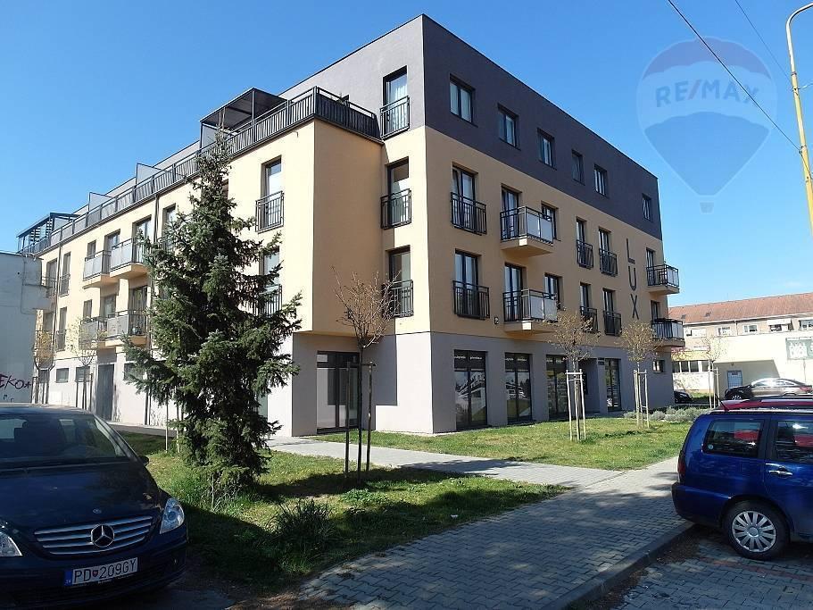 PREDAJ - 3- izb. mezonet+terasa+balkón+garáž. státie v novostavbe LUX Prievidza