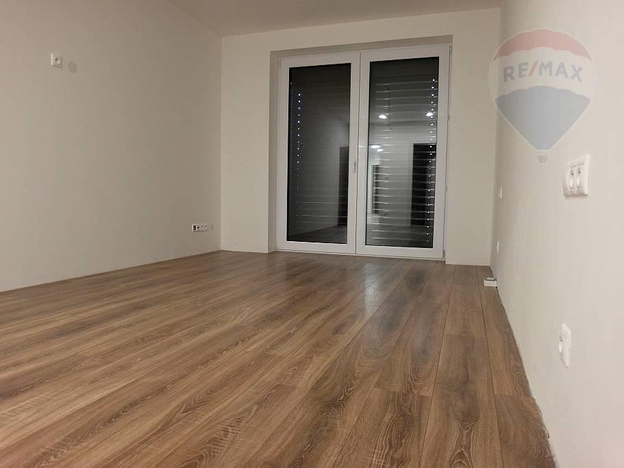 Predaj bytu (3 izbový) 120 m2, Prievidza -