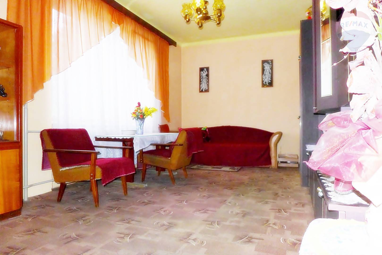 REZERVOVANÉ 2 izbový byt - 56m2 - pôvodný stav, ul. ČSA - Handlová okres PRIEVIDZA