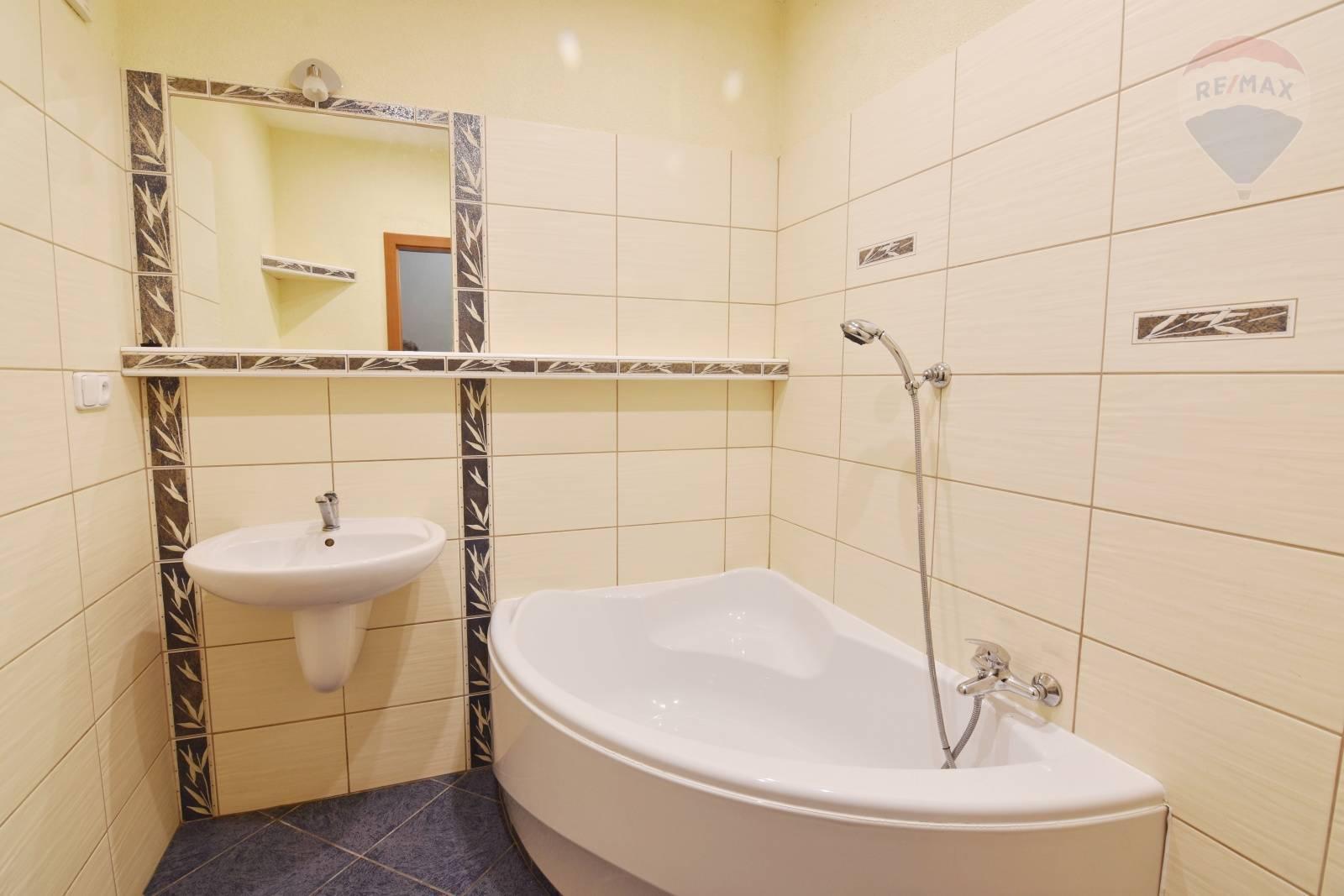Predaj bytu (1 izbový) 37 m2, Prievidza - 1-izbový byt Prievidza 37 m2
