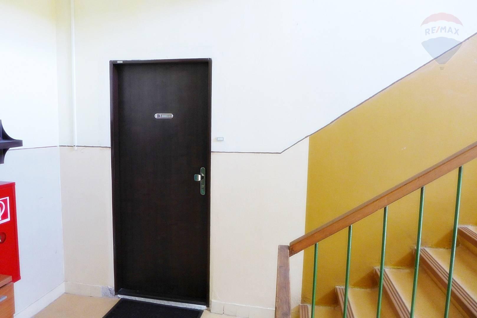 Predaj bytu (2 izbový) 57 m2, Prievidza - 2 izbový byt s balkónom,  57 m2 ul. Košovská cesta - centrum mesta - PRIEVIDZA