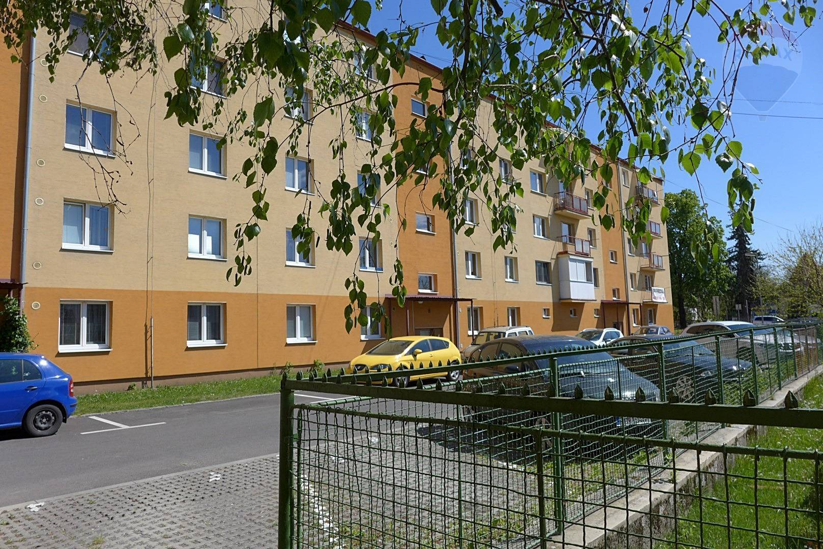 PRENÁJOM 2 izbový byt s balkónom,  57 m2 ul. Košovská cesta - centrum mesta - PRIEVIDZA