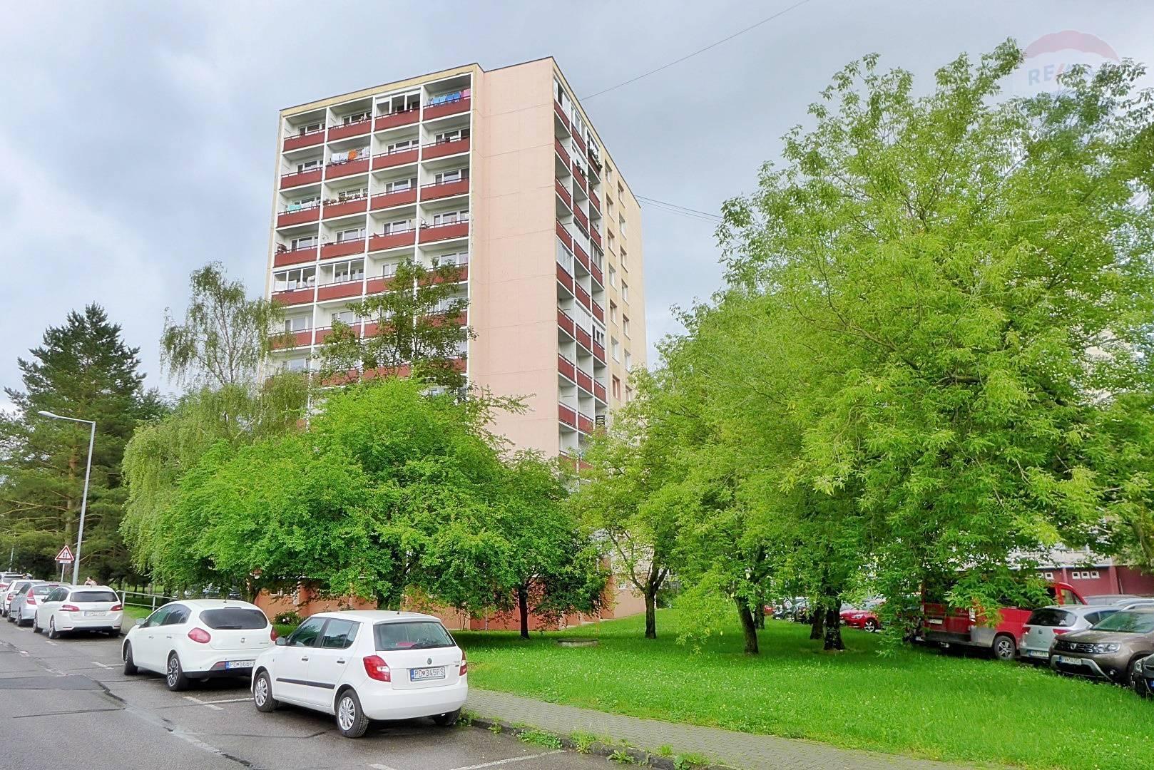 2 izbový byt, 63 m2, 3 x lógia ul. Dlhá - centrum mesta - PRIEVIDZA