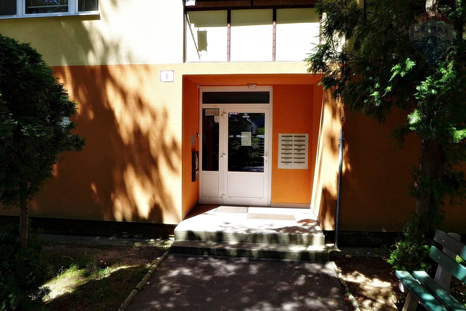 PREDAJ  3 izbový byt, 70 m2 - lógia ul. A. Bernoláka - sídl. Sever PRIEVIDZA