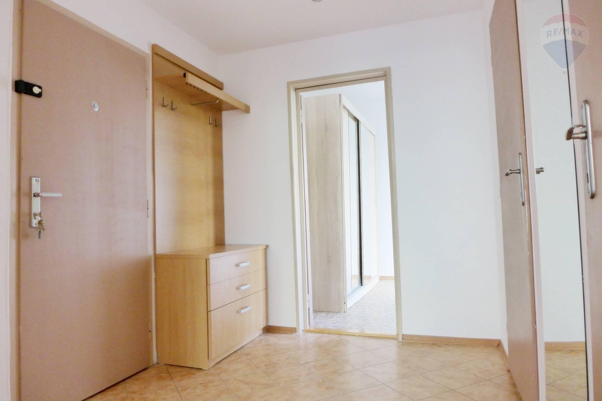 PREDAJ 2 izbový byt, 55 m2  lógia, ul. M. Rázusa sídl. Zapotôčky - PRIEVIDZA