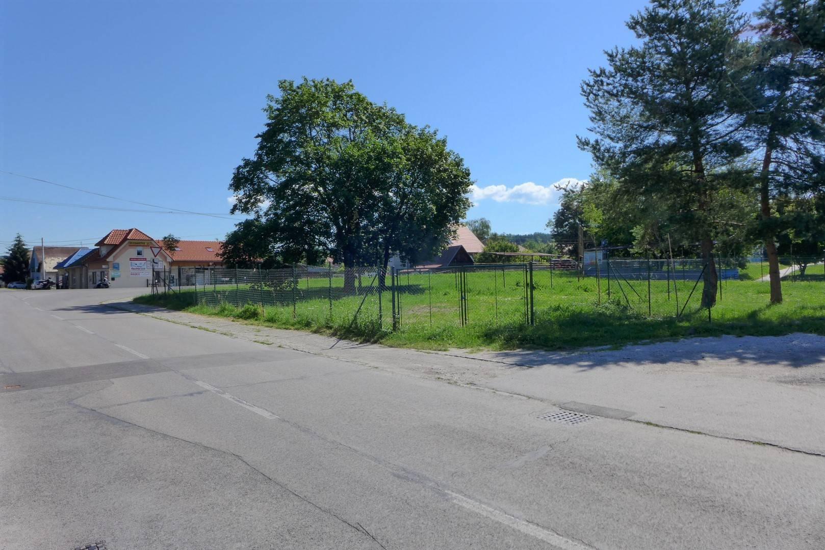 Pozemok o výmere 499 m2 v širšom centre mesta PRIEVIDZA