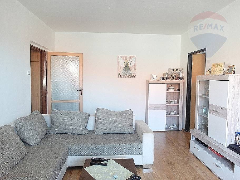 REZERVOVANÉ - PREDAJ 2- izbový byt s balkónom, centrum Prievidza