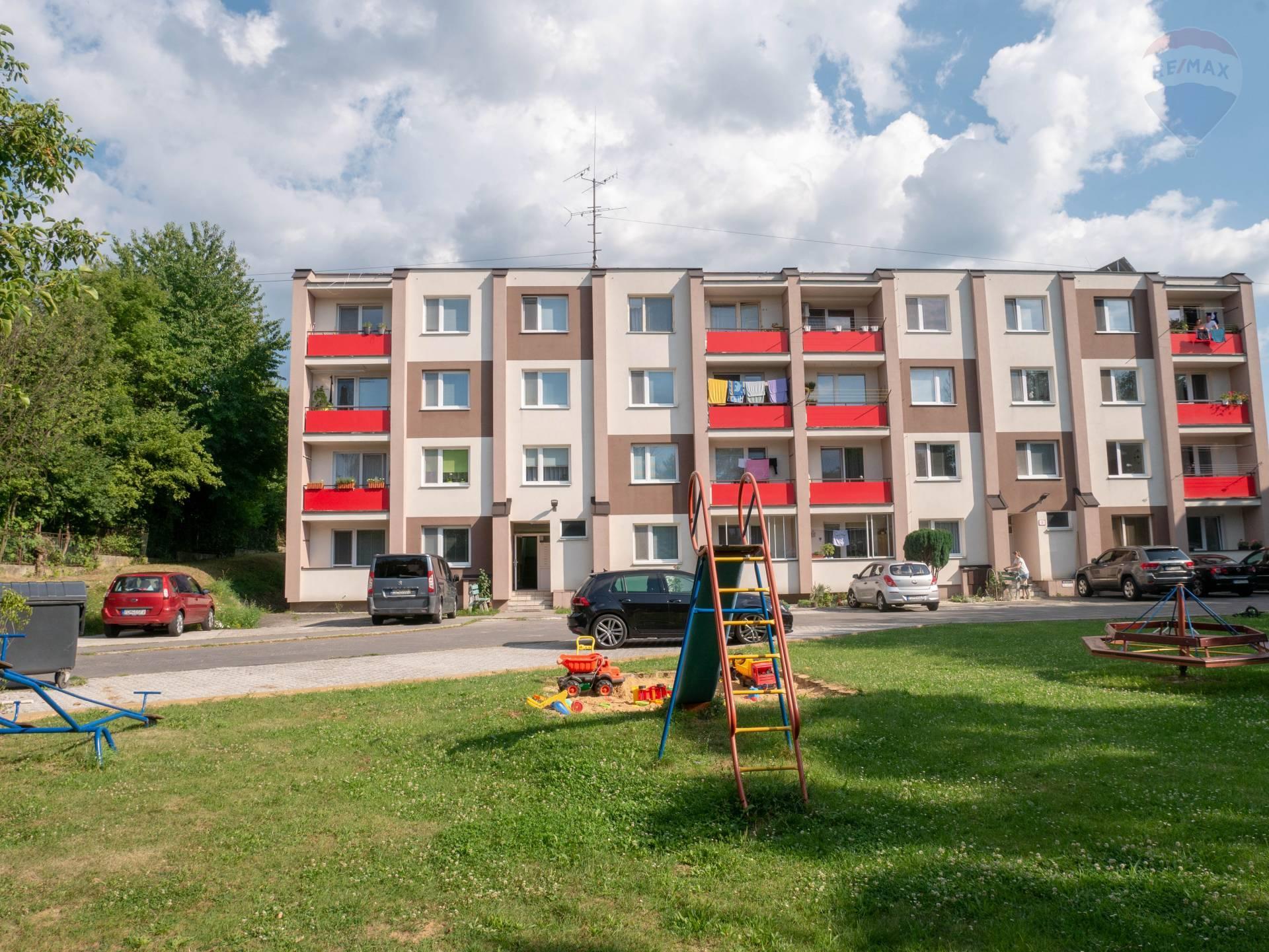 REZERVOVANÉ- 2 izbový byt Sever - vlastný pozemok, vlastné parkovanie