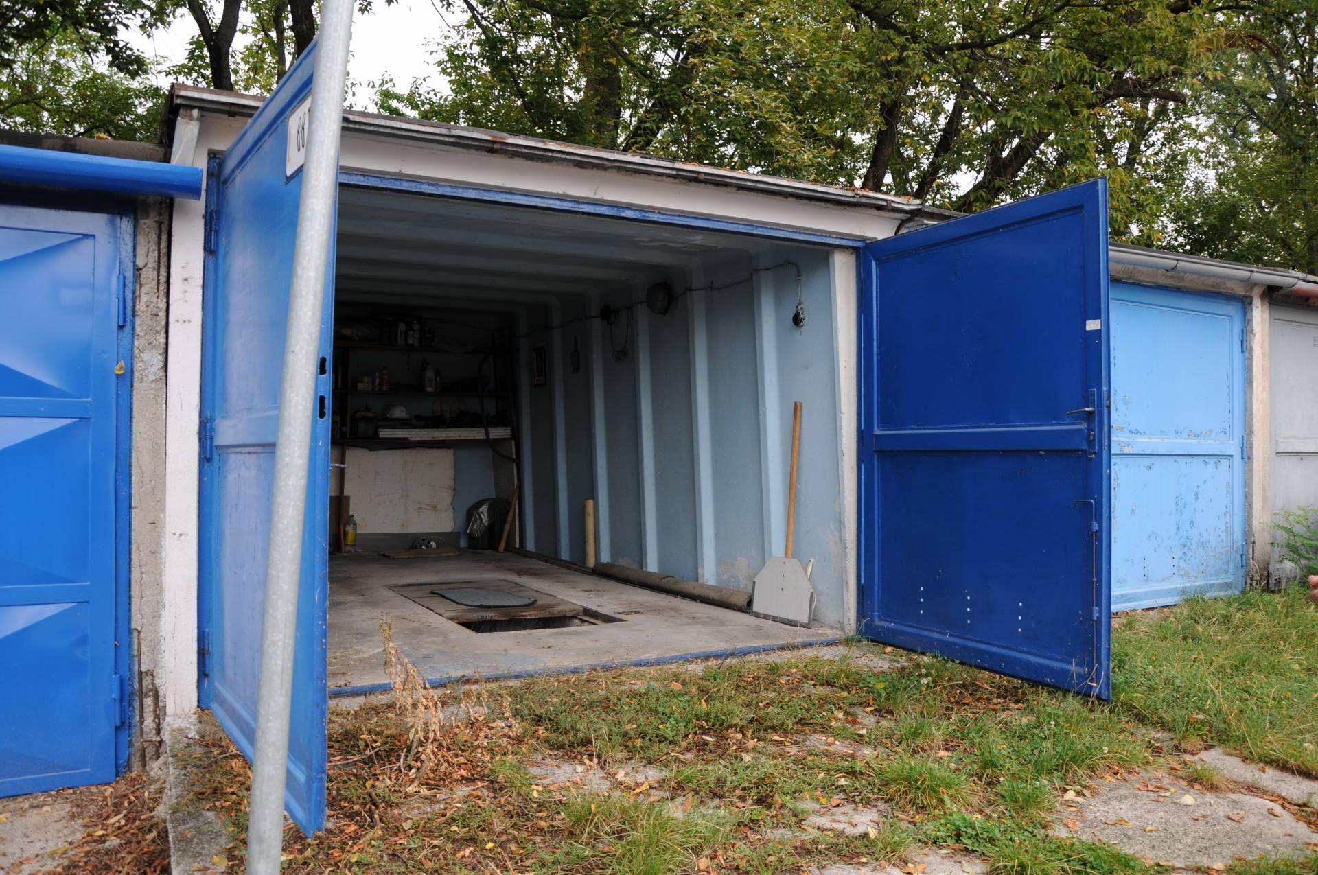 Predaj garáž 18m2 v centre mesta Prievidza