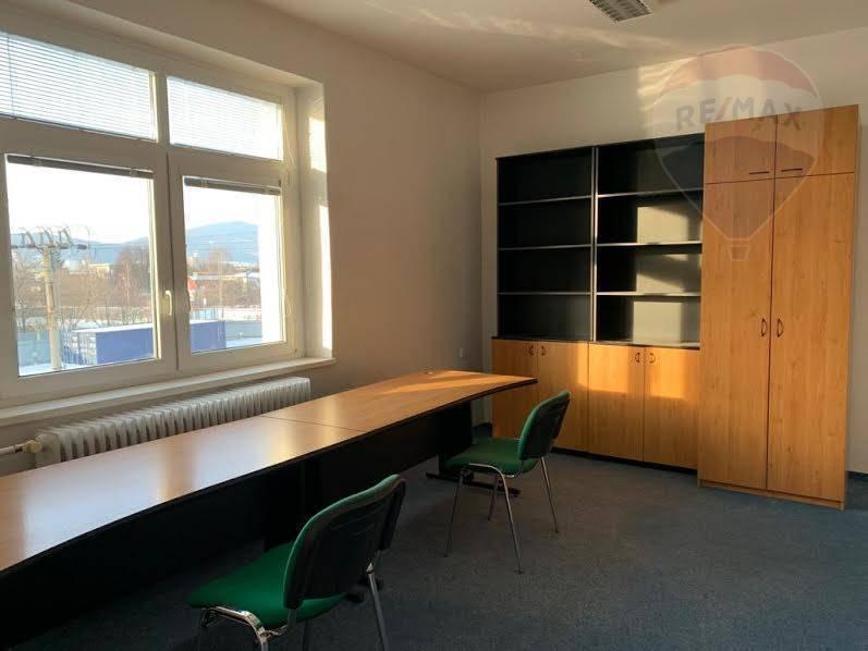 Prenájom kancelárie 17,5 m2 Prievidza