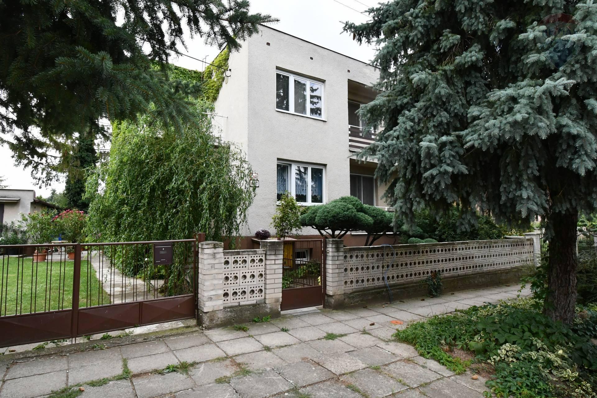 Na predaj 5 izbový rodinný dom so záhradou v meste Skalica.