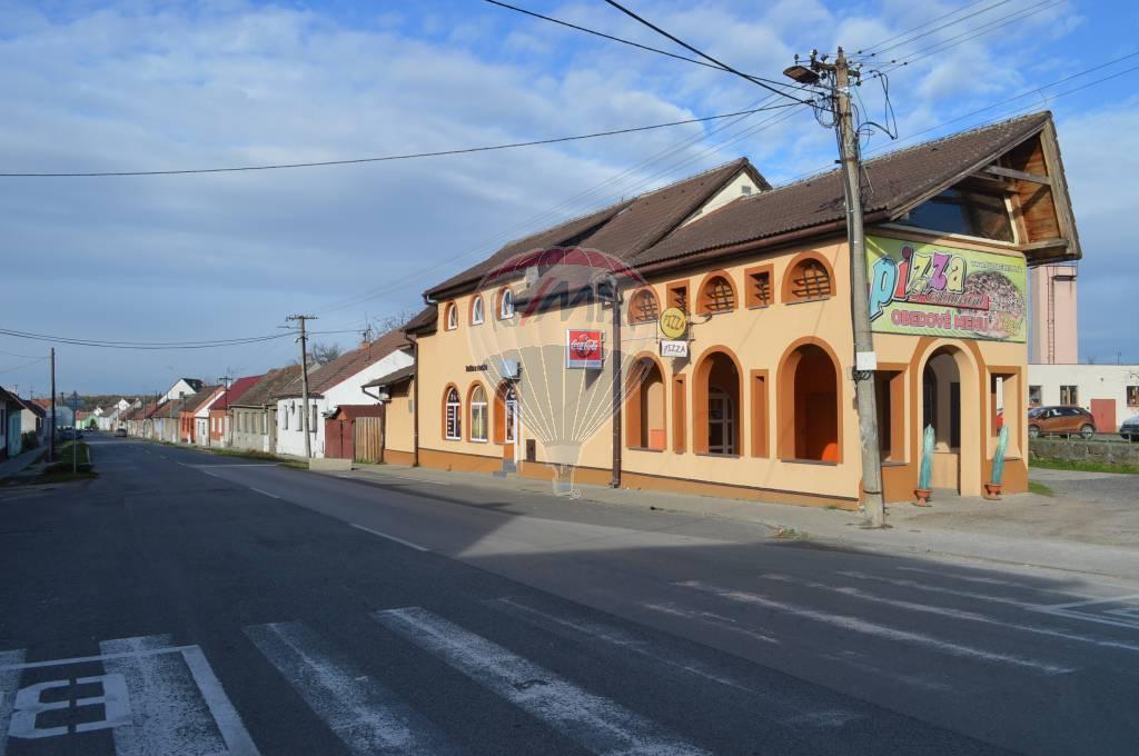 Predaj bývalej reštaurácie s obchodnými priestormi v Gbeloch.