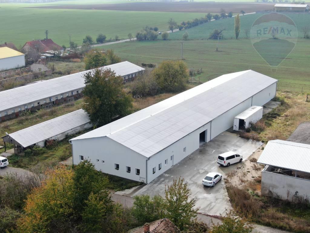 Prenájom skladových priestorov vo Vrbovom - 1073 m2
