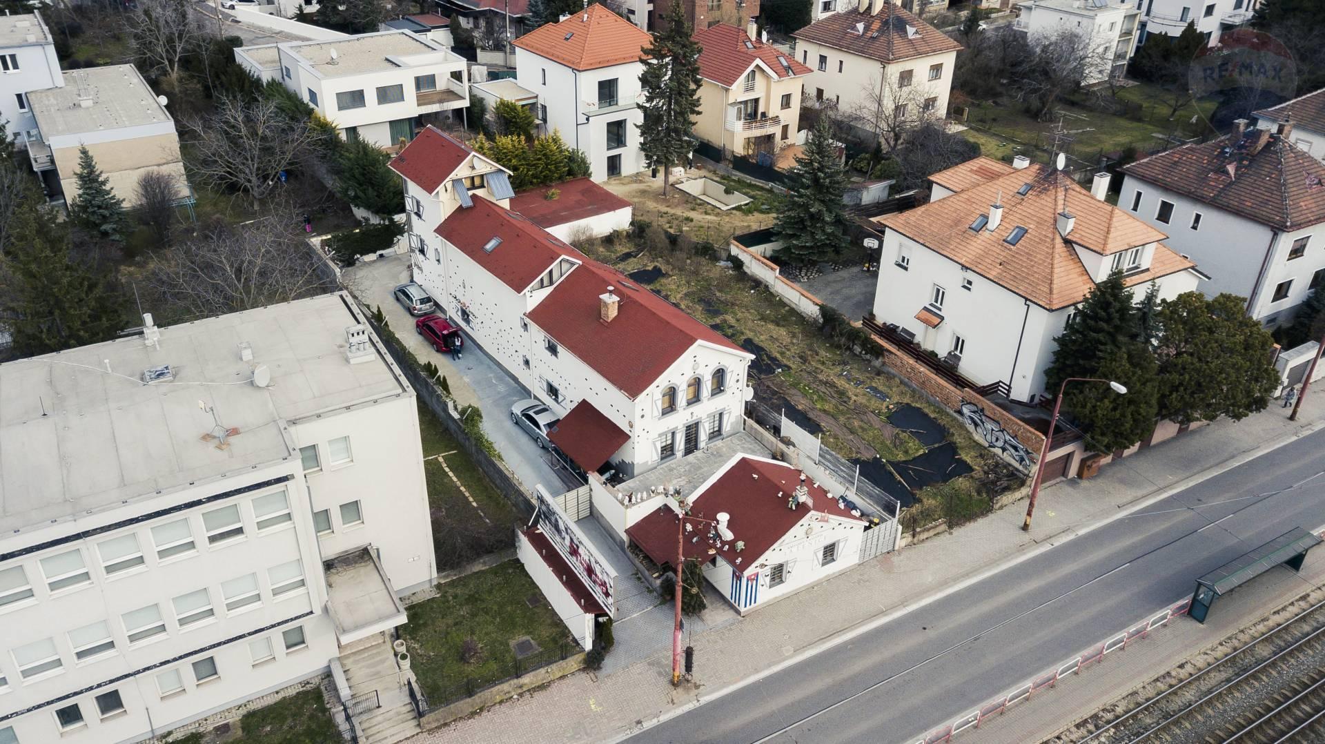 Na predaj objekt so 4 bytovými jednotkami a kaviarničkou - Bratislava