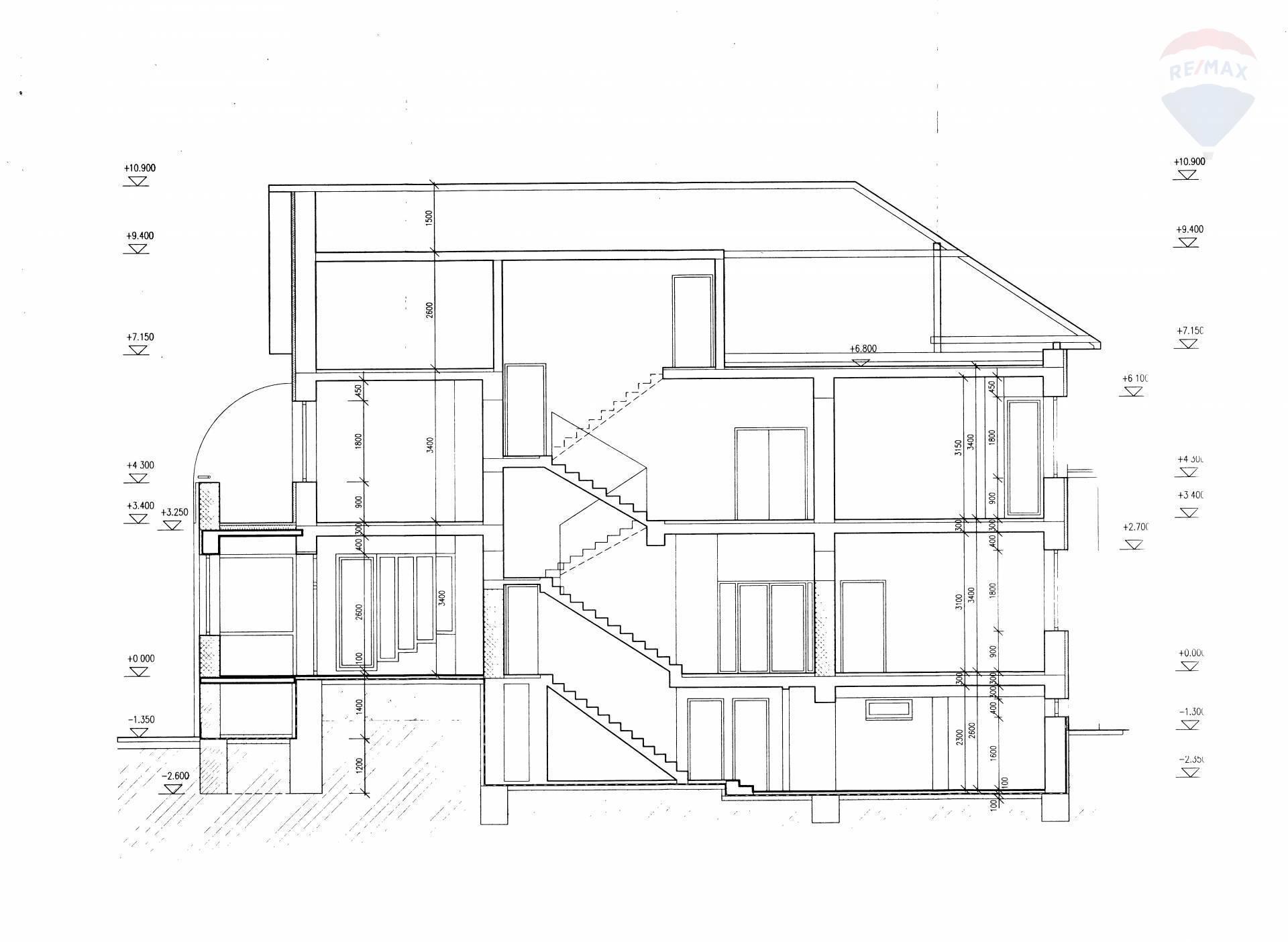 Predaj komerčného objektu 429 m2, Brezno - rez budovy