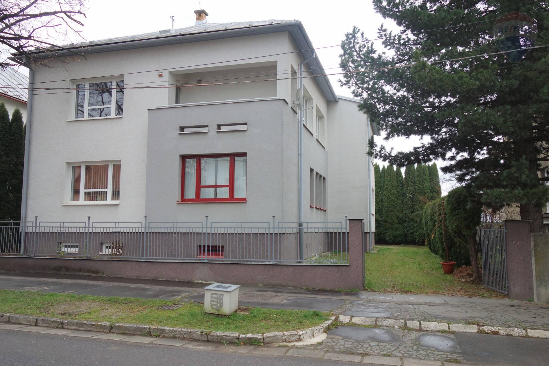 Predaj komerčného objektu 429 m2, Brezno - Predaj: budova na ul. Boženy Nemcovej