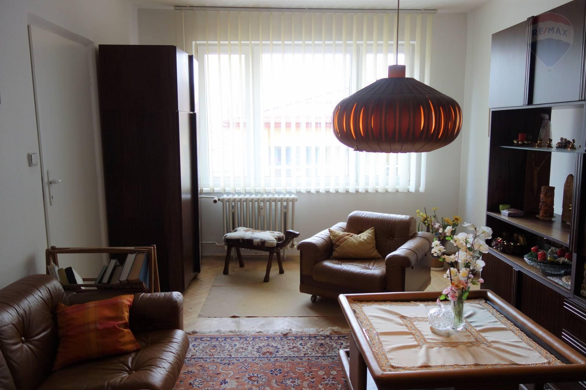 REZERVOVANÝ: priestranný 3,5  izbový byt v meste Brezno, Malinovského ul.