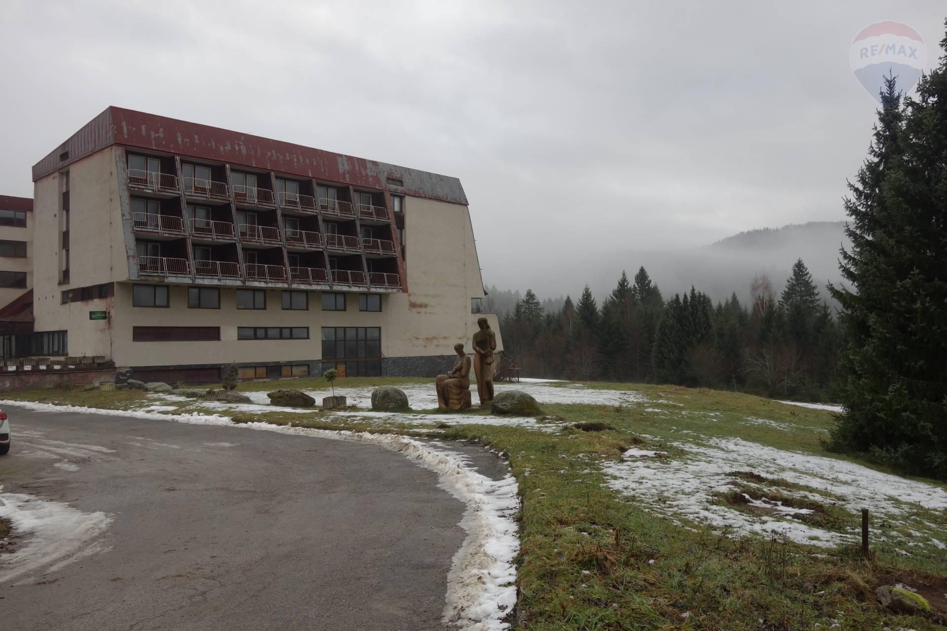 Predaj: Hotel JUNIOR v rekreačnej oblasti Krpačovo, južná časť predhoria Nízkych Tatier