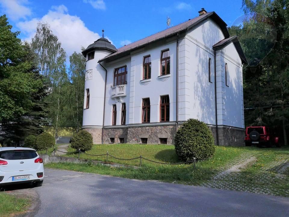 Predaj:  Pekná historická budova vhodná na sídlo firmy, podnikanie v oblasti ubytovania DOM HOSTÍ