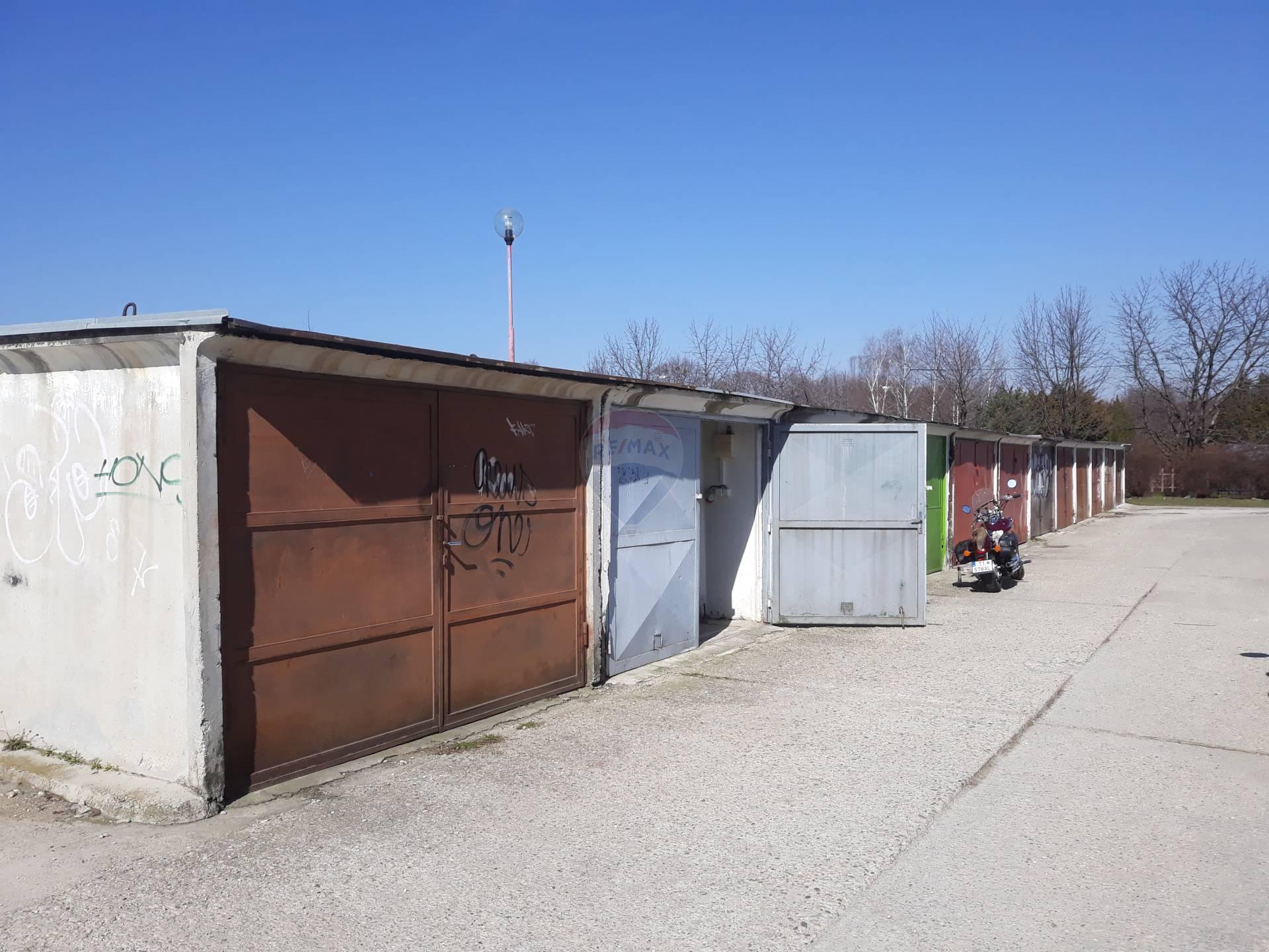 =RE/MAX= Na predaj betónová garáž, Prednádražie