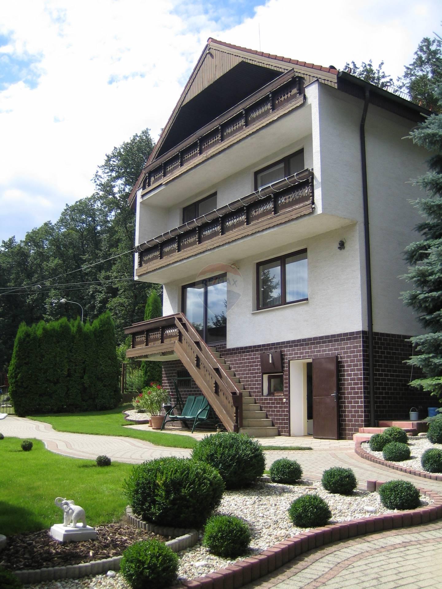 =RE/MAX= predaj dvoch nehnuteľnosti, vila a dom Smolenice