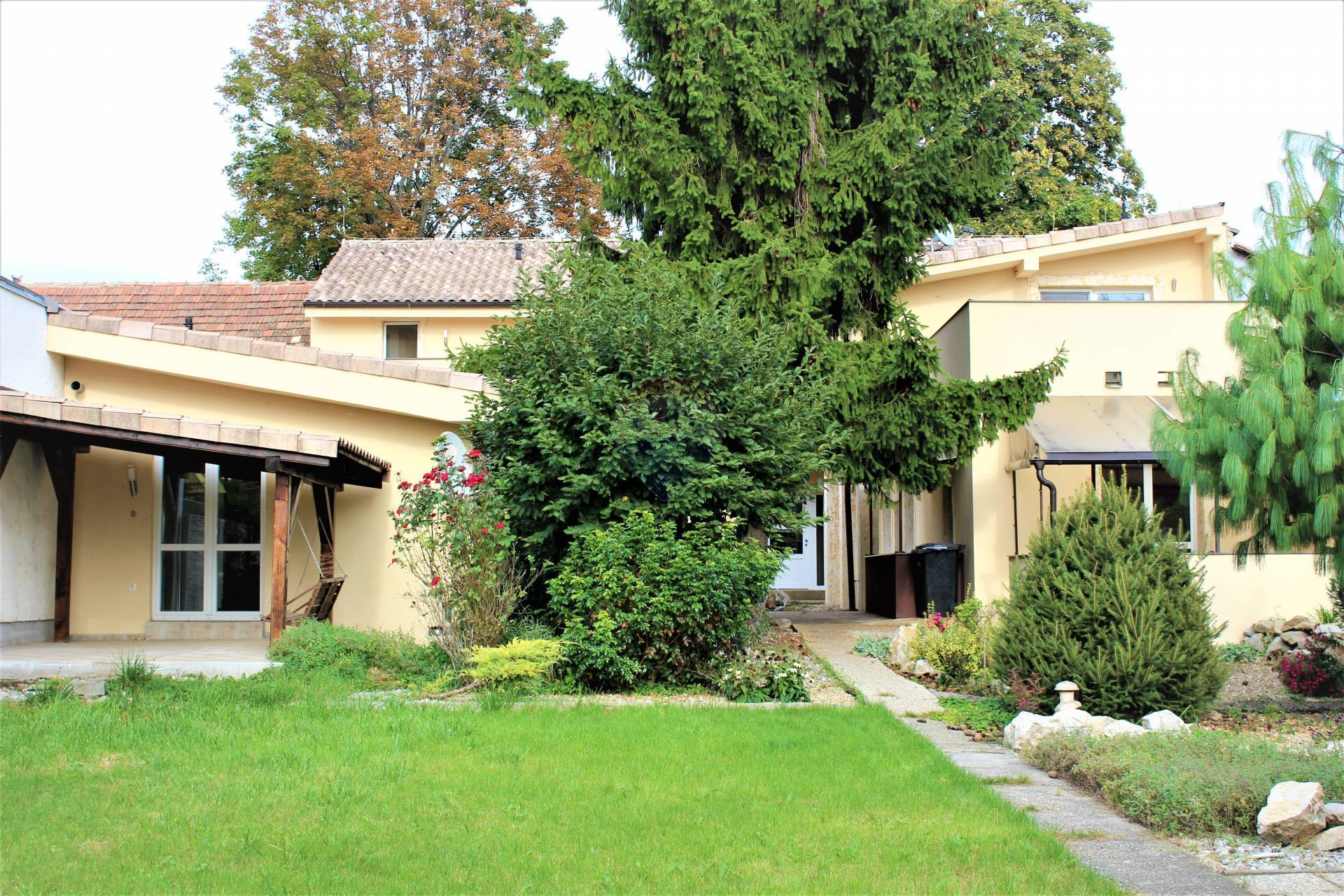 =RE/MAX= Na predaj rodinný dom, 3 bytové jednotky, Kukučínova ulica, Kopánka