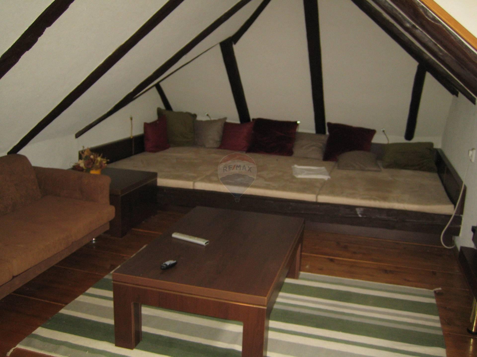 Prenájom bytu (4 izbový) 120 m2, Brestovany - obývací priestor