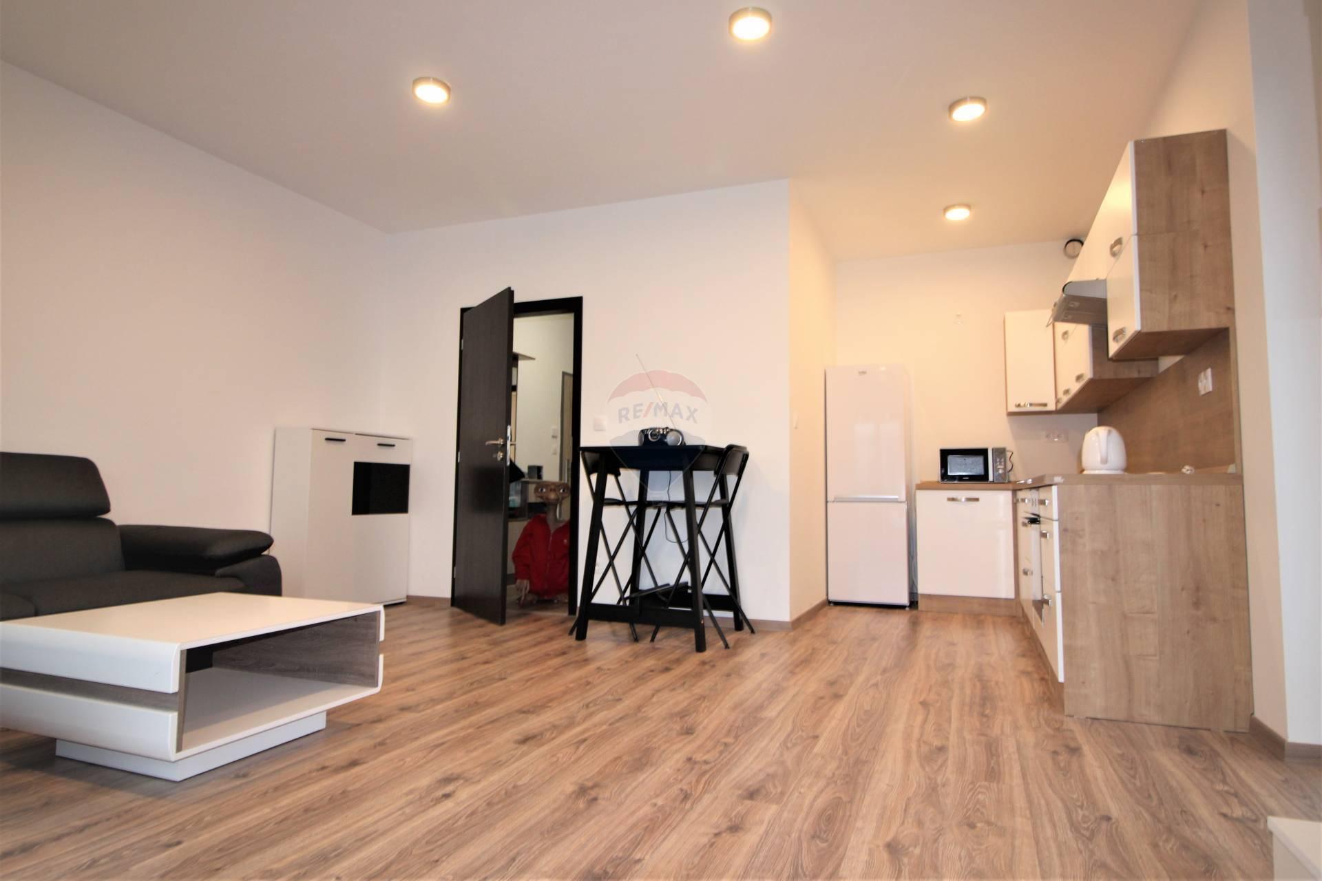=RE/MAX= Na prenájom 2 izbový, zariadený byt v novostavbe