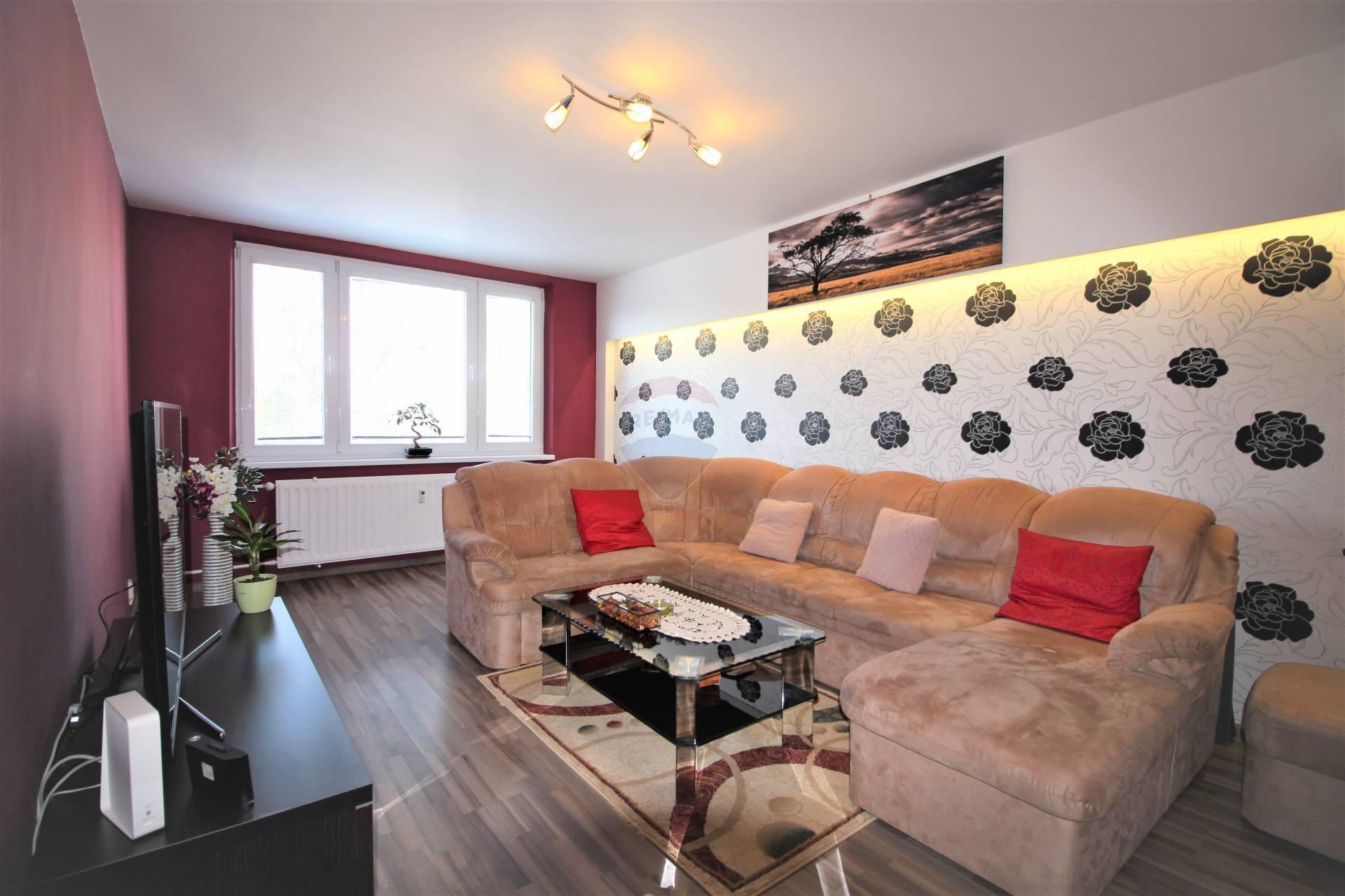 =RE/MAX= Na predaj veľký kompletne zrekonštruovaný 2 izbový byt, 64 m2