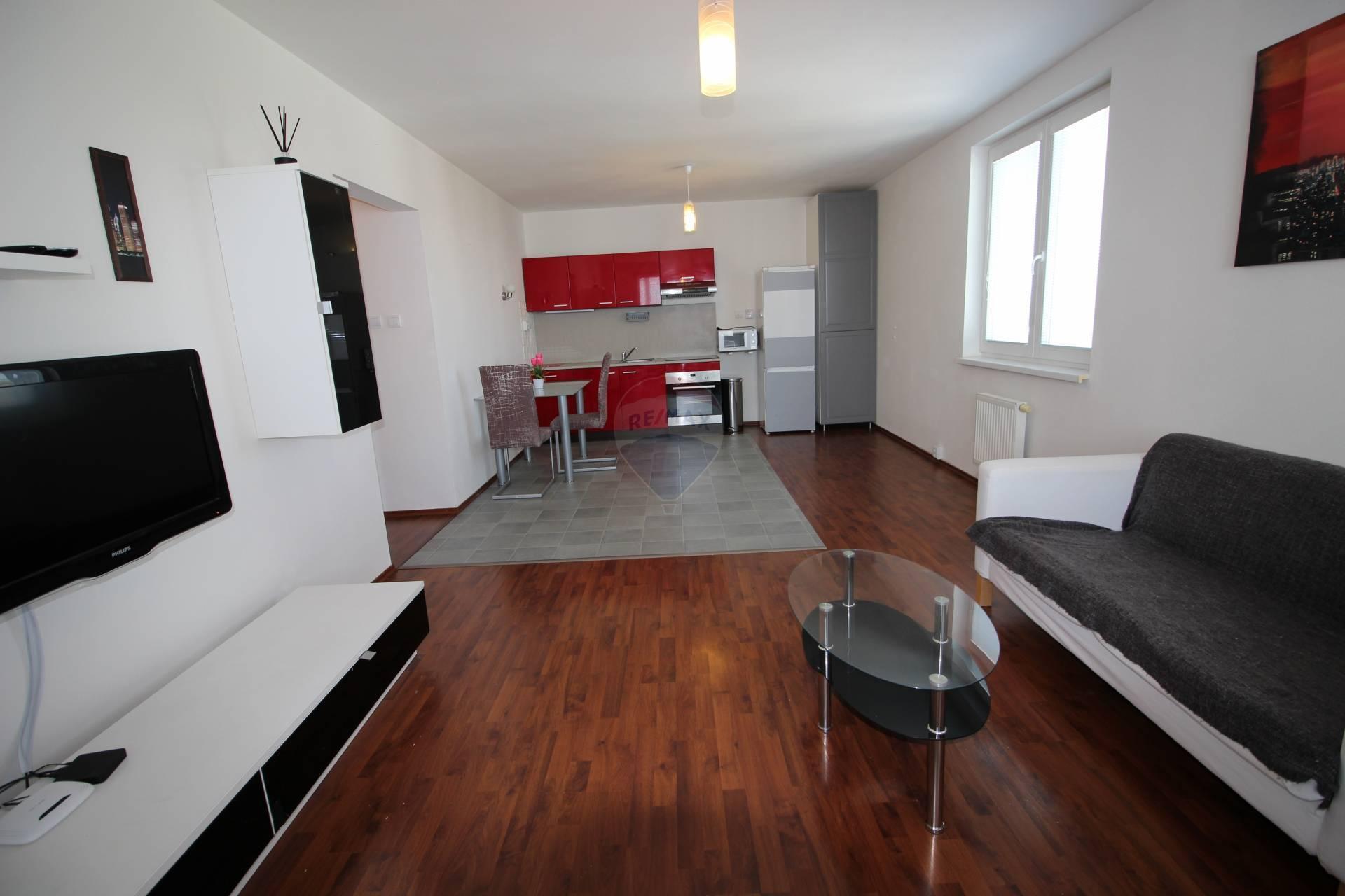 RE/MAX Prenájom nehnuteľnosti, 2 izbový byt v Trneve