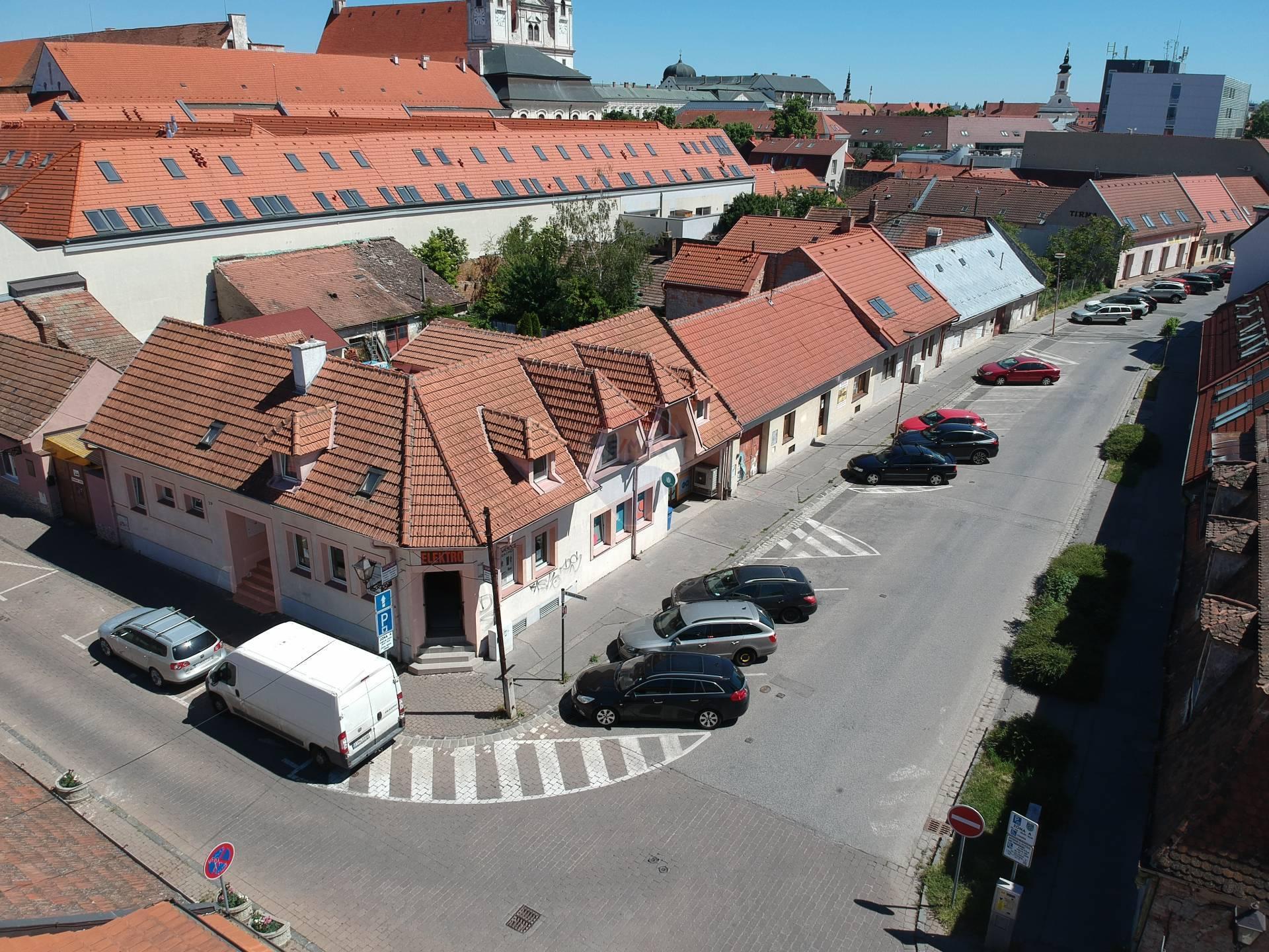 RE/MAX predáva nehnuteľnosť rodinný dom s nebytovými priestormi v historickom centre mesta Trnava