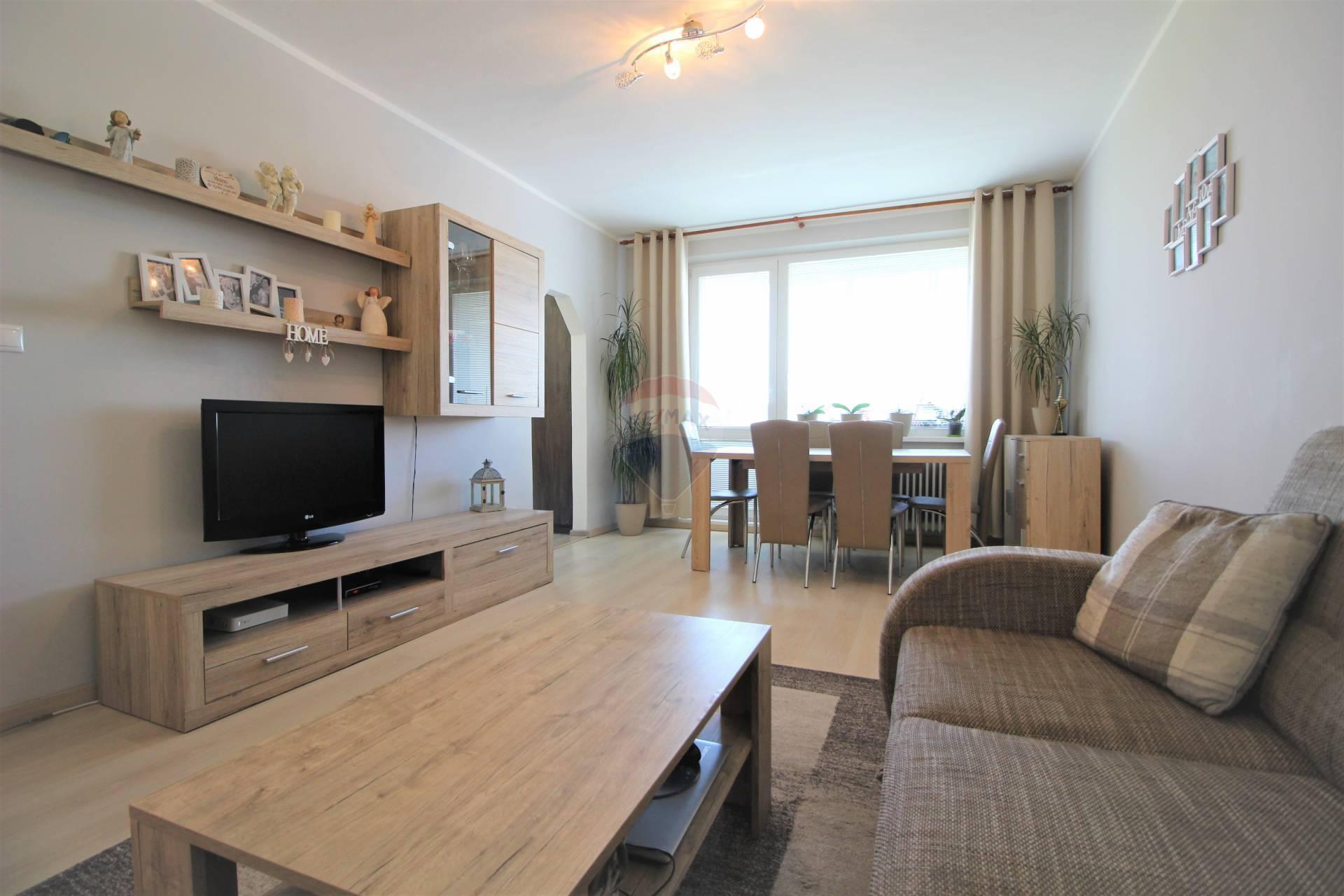 =RE/MAX= Na predaj rekonštruovaný 3 izbový byt, 2 loggie, Botanická, Prednádražie
