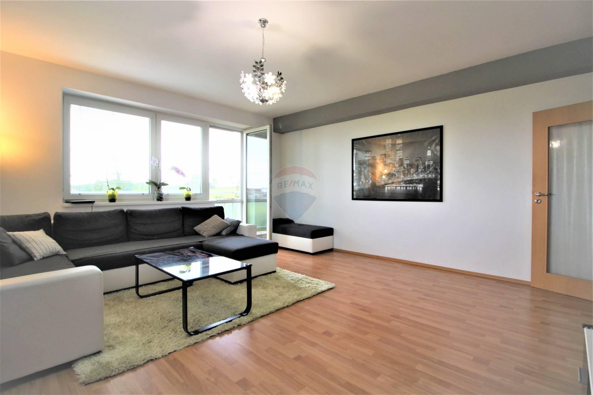 =RE/MAX= Na predaj krásny, priestranný 3 izbový byt, 90 m2