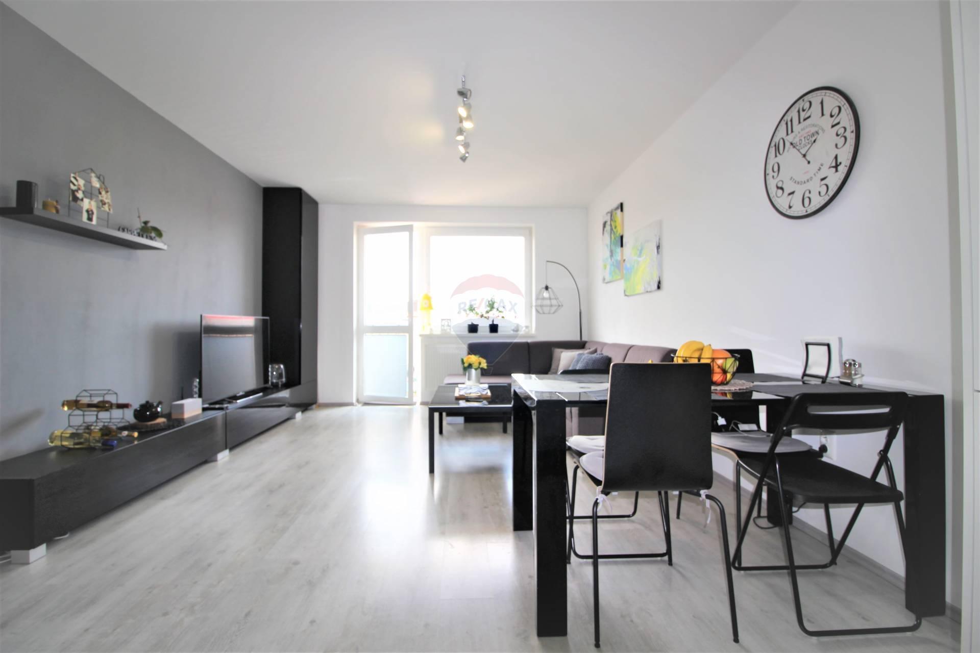 =RE/MAX= Na predaj novostavba, 4 ročný dvojizbový byt, 62 m2 + 3,6 m2 balkón