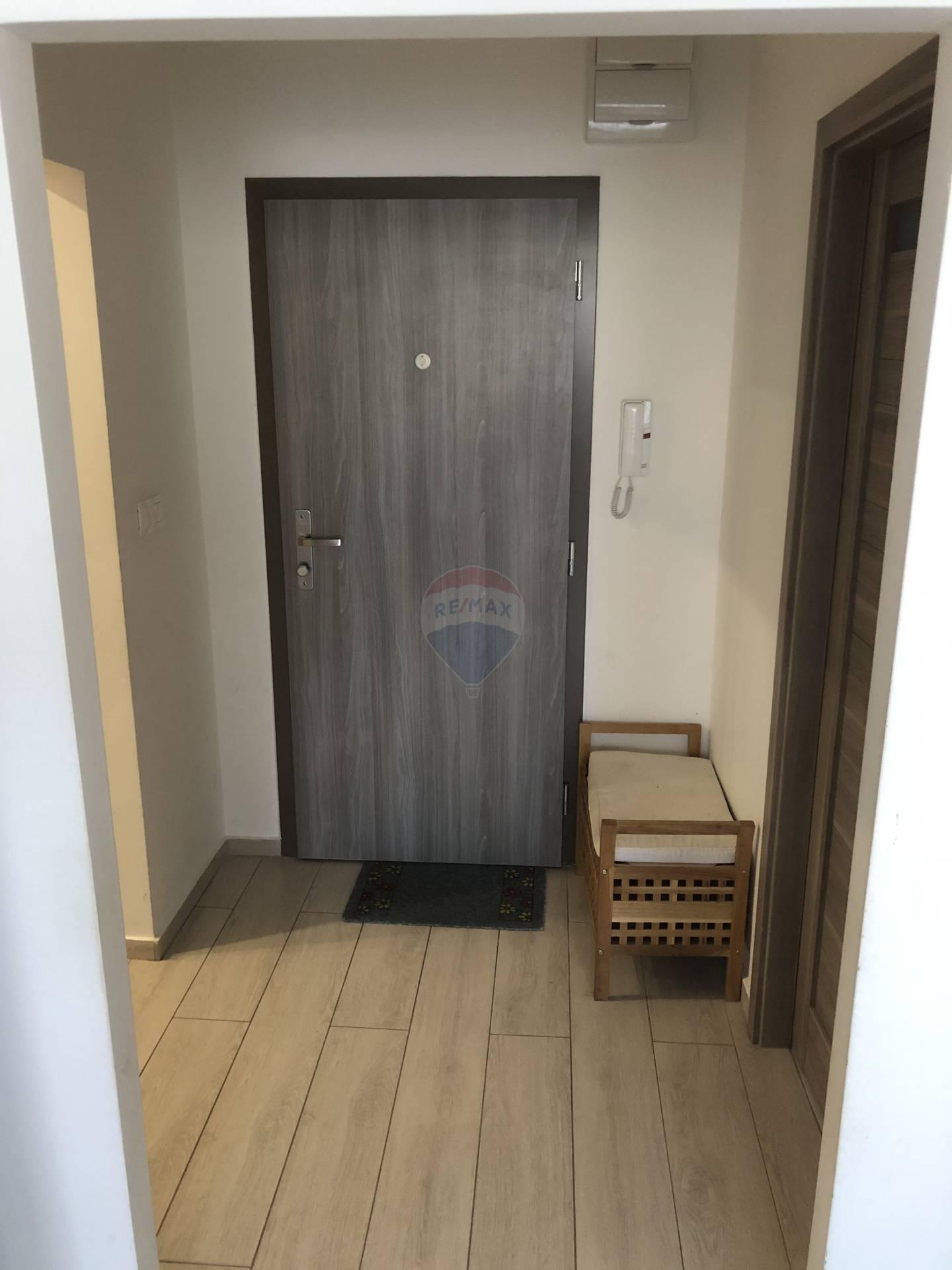 Prenájom bytu (3 izbový) 75 m2, Trnava - vstup