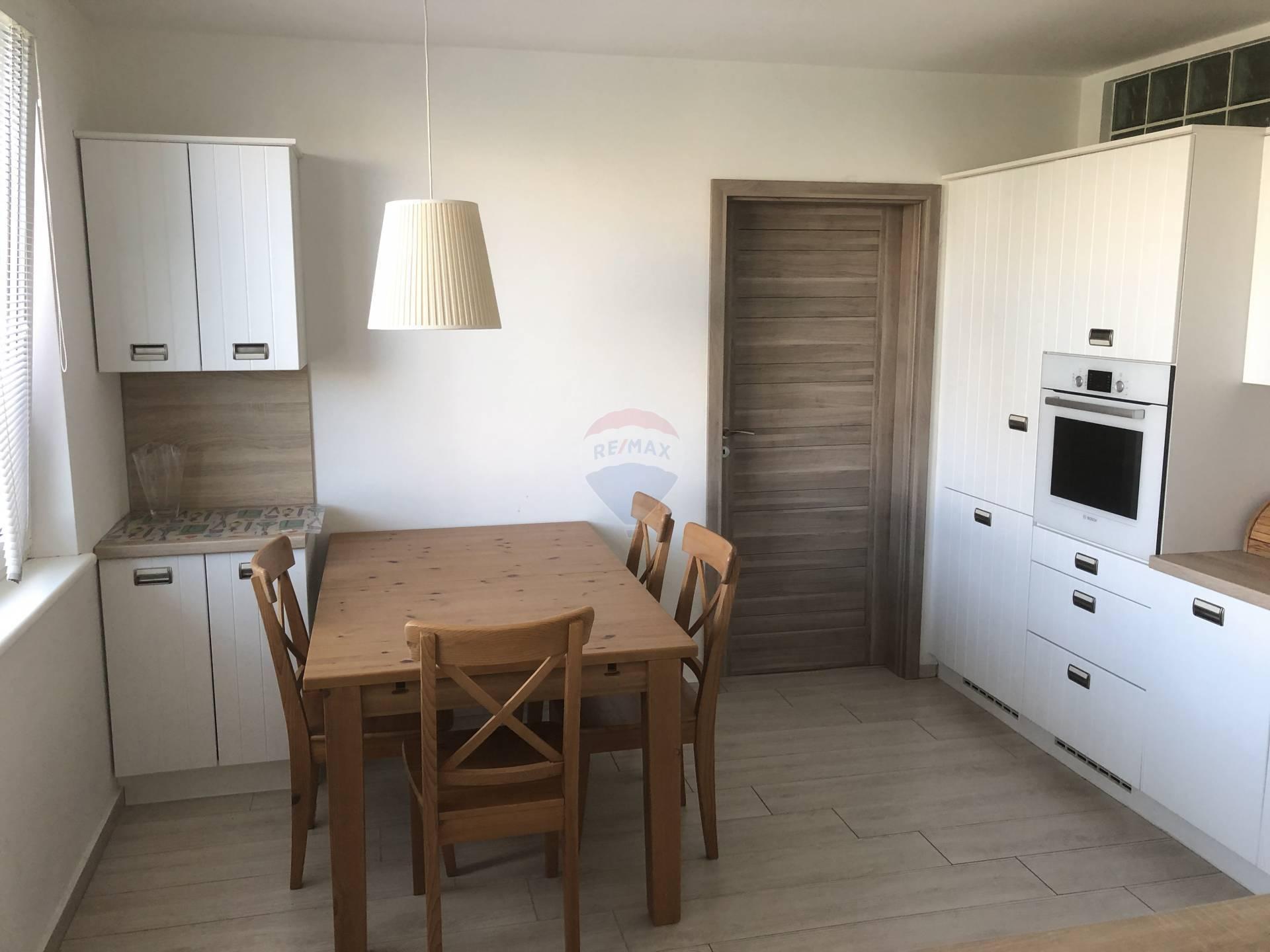 Prenájom bytu (3 izbový) 75 m2, Trnava - jedáleň