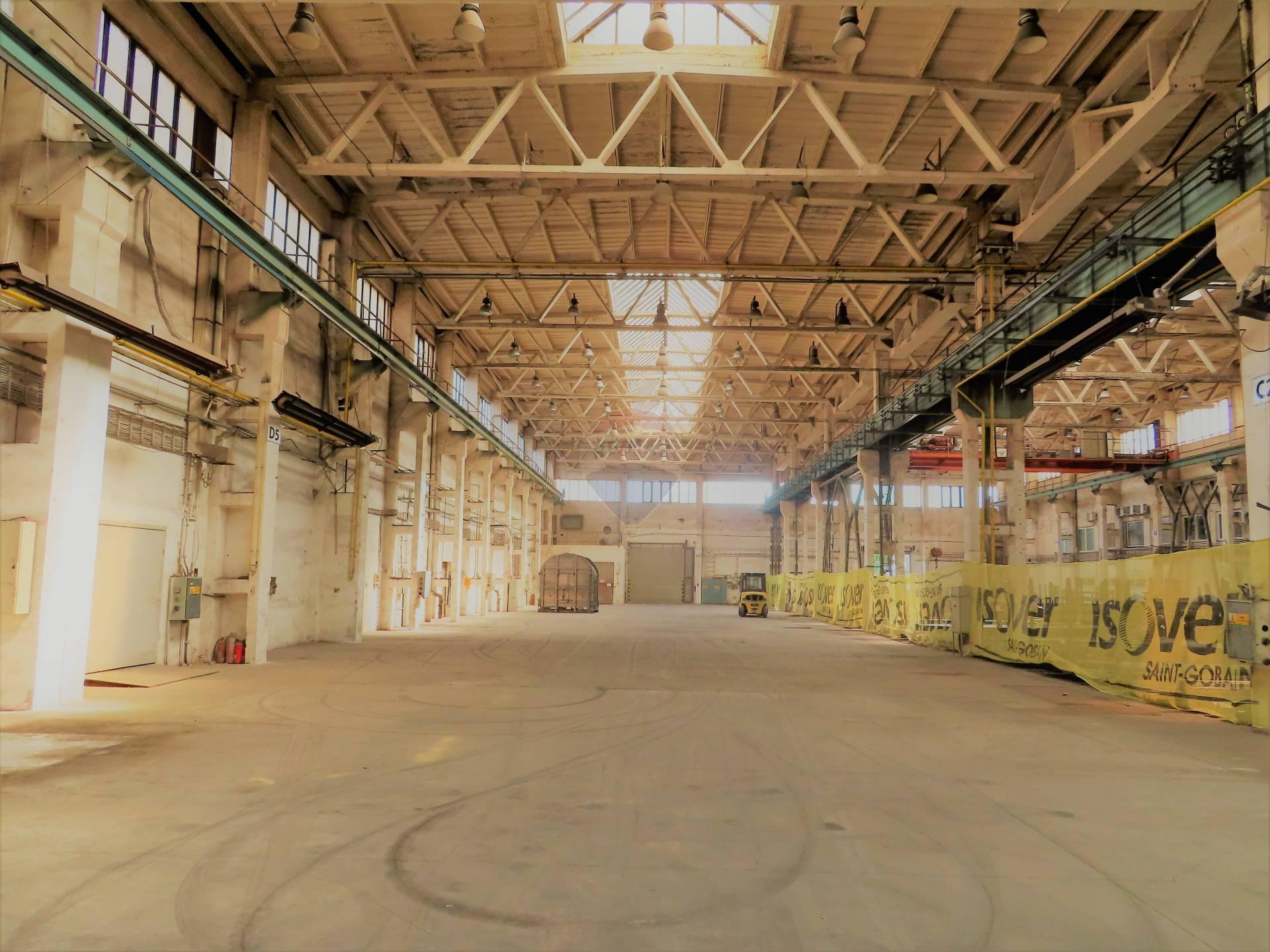 RE/MAX ponúka na dlhodobý prenájom skladovo-výrobnú  halu v priemyselnej zóne v Trnave