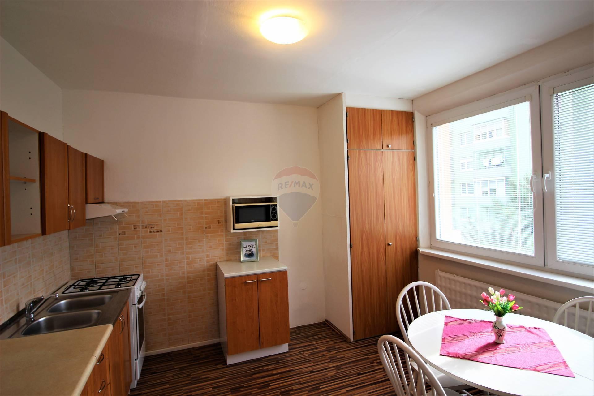 RE/MAX ponúka na predaj  nehnuteľnosť – 2 izbový priestranný byt s balkónom v Trnave.