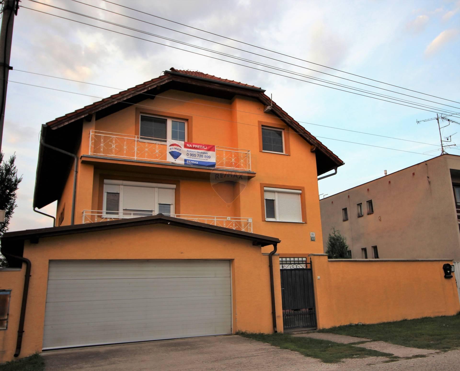 RE/MAX Exkluzívne predaj rodinného domu Zlaté Klasy