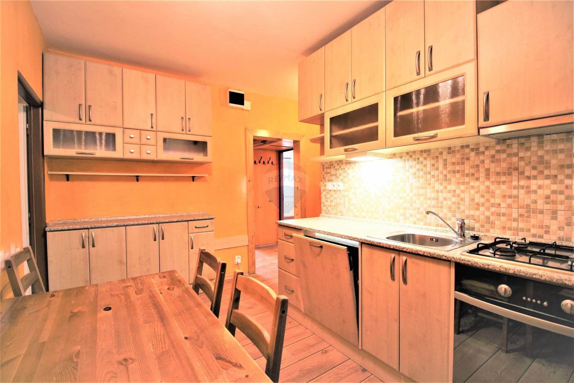 REZERVOVANÉ=RE/MAX= Na predaj 3 izbový zrekonštruovaný byt, Linčianska