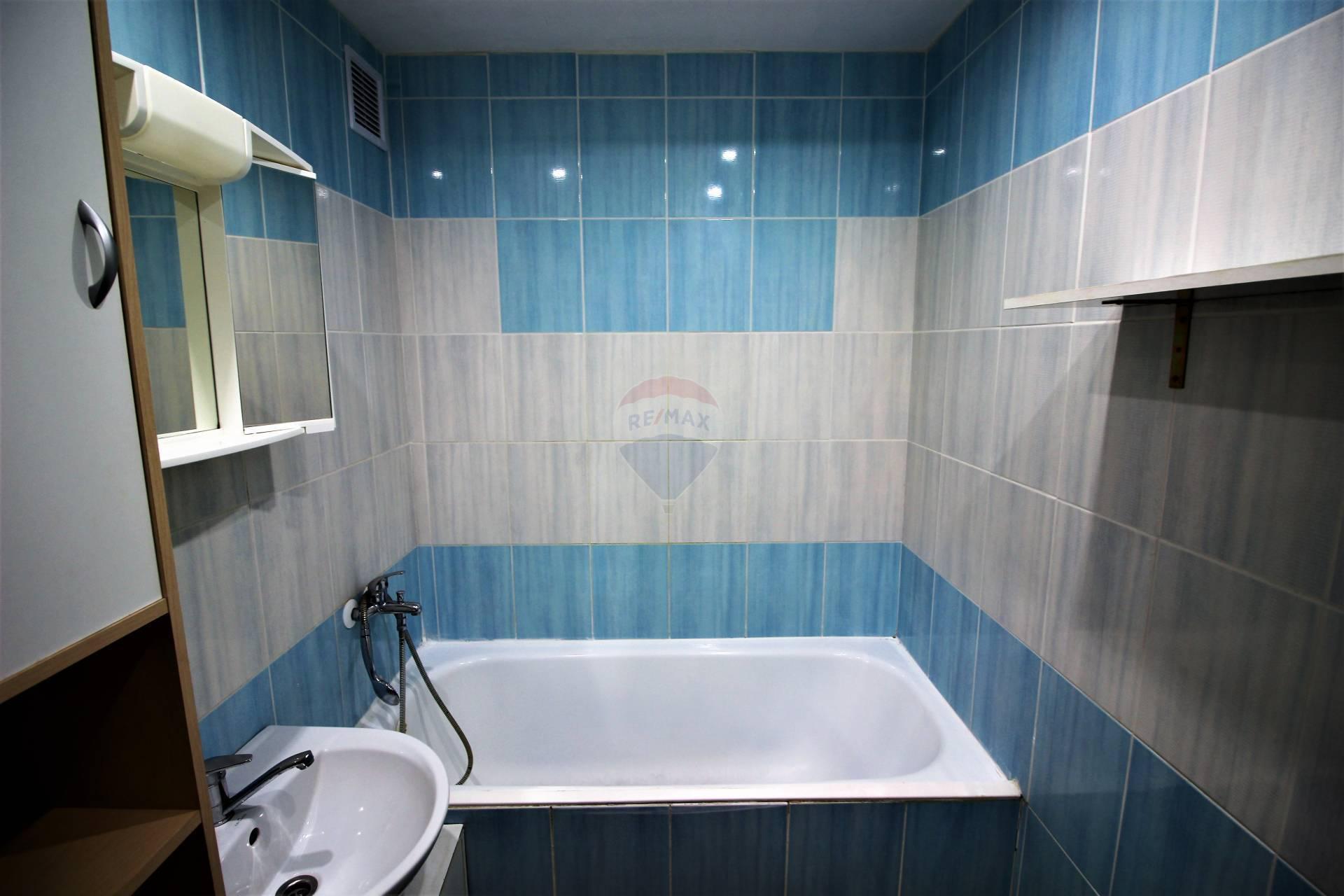 RE/MAX ponúka na prenájom  nehnuteľnosť – 2 izbový byt s balkónom na Spartakovskej ulici v Trnave.