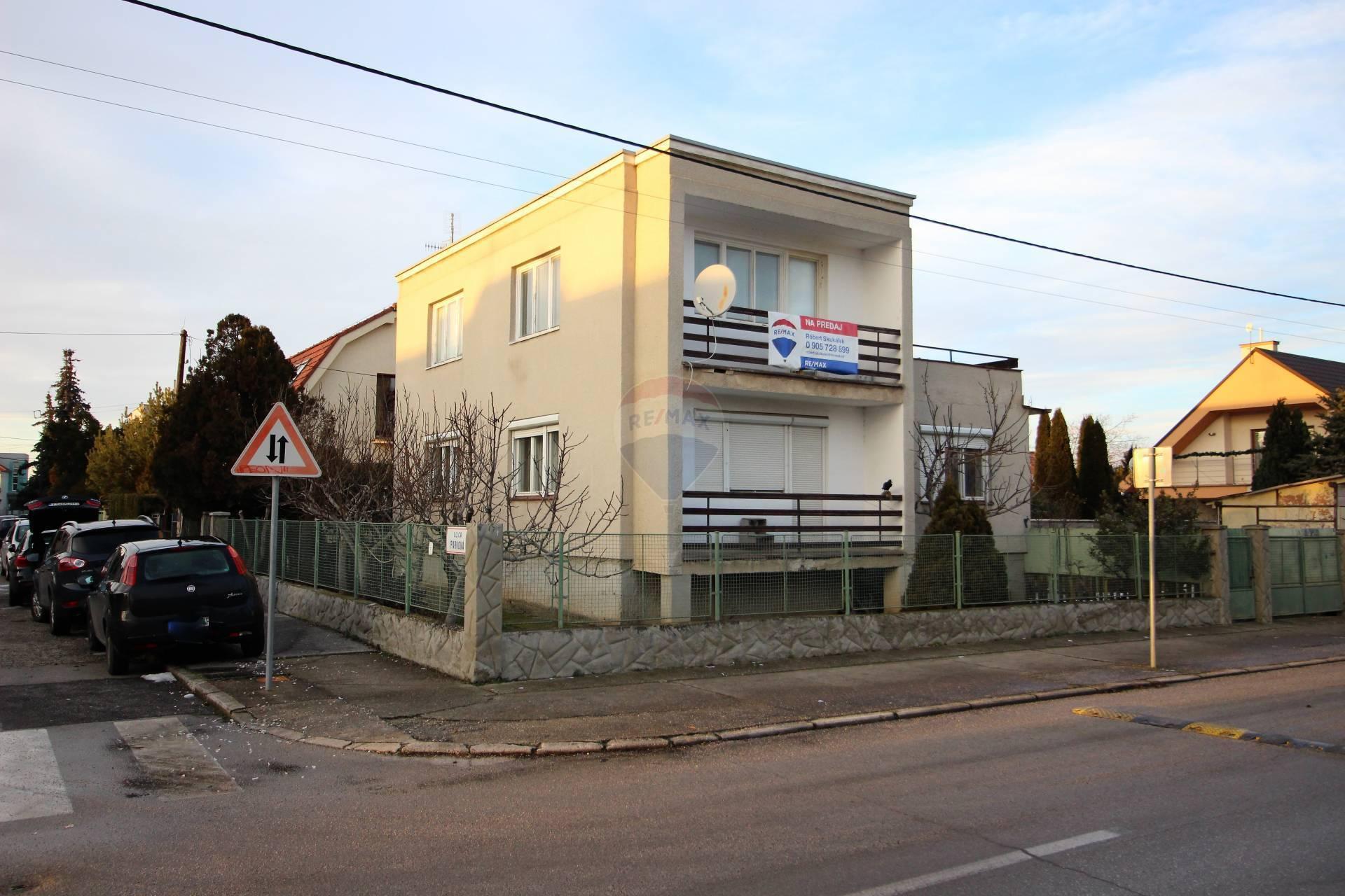 RE/MAX Exkluzívne predaj rodinný dom, Spiegelsa-Trnava
