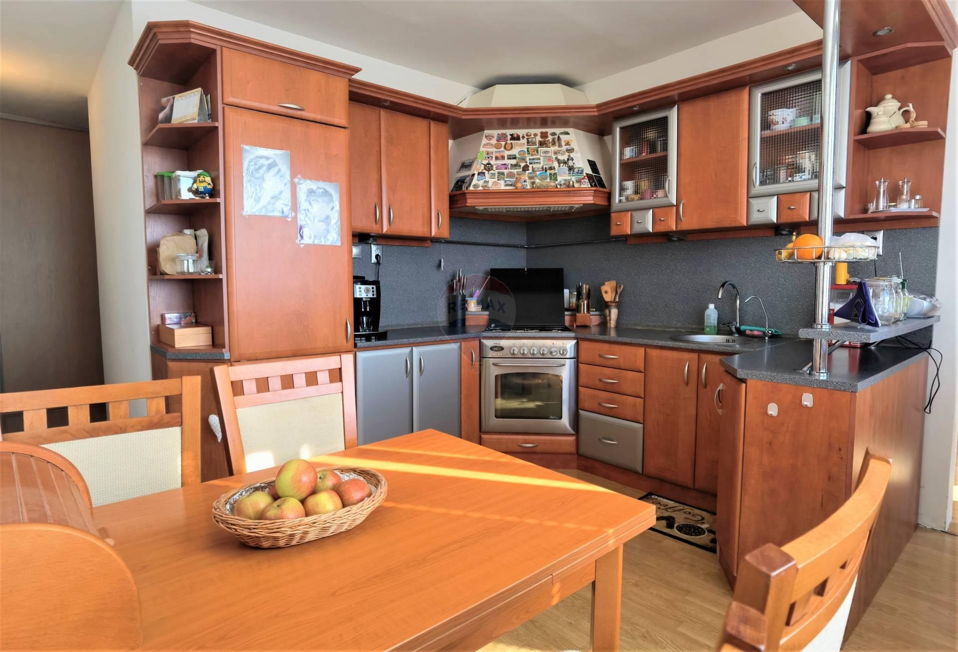 =RE/MAX= Na predaj zrekonštruovaný zariadený 3 izbový byt, Spartakovská, Družba, 74 m2