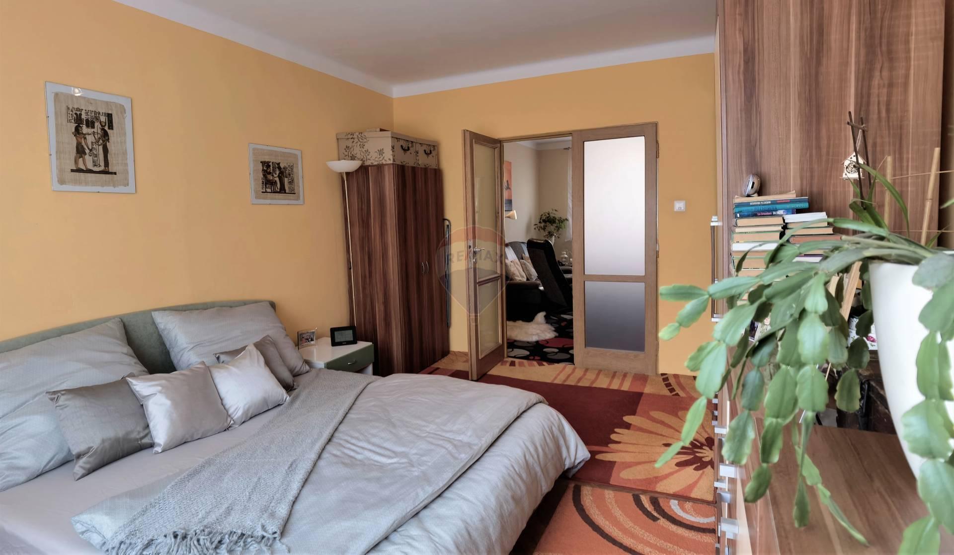 =RE/MAX= EXKLUZÍVNE Na predaj 2 izbový byt, B. Smetanu, Trnava, 54 m2