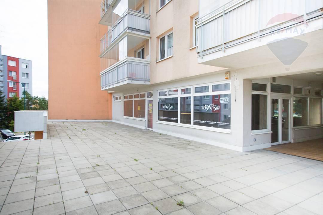 Na predaj obchodný priestor s veľkou garážou na ul. Ľ. Fullu, Bratislava