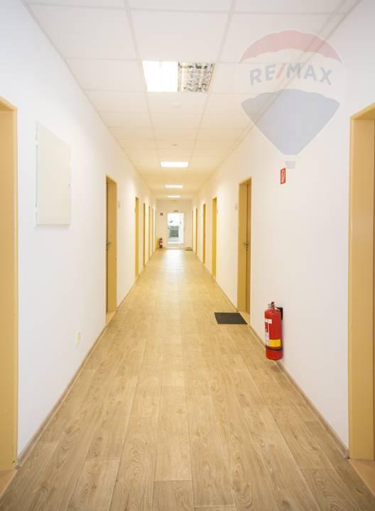 Prenájom komerčného priestoru 16 m2, Bratislava - Rača -