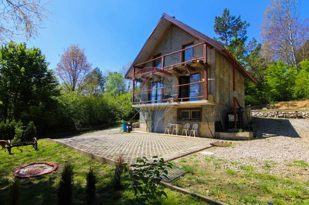 Chata v rekreačnej oblasti Slovenská Volová, na predaj.